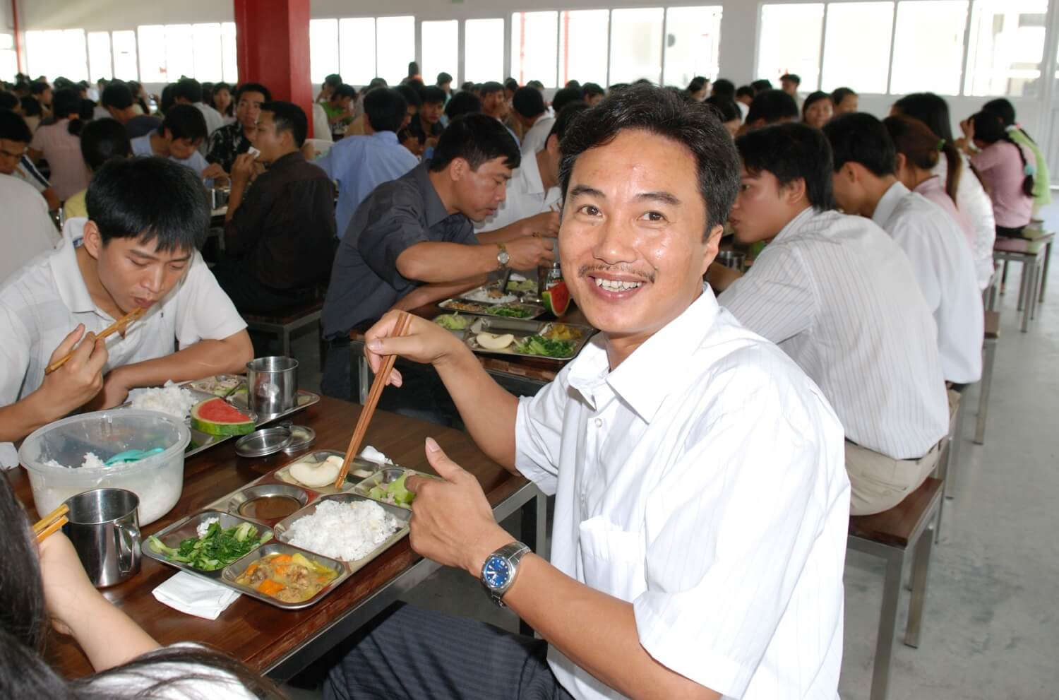 Vietnam - Healthy employees - people eating lunch