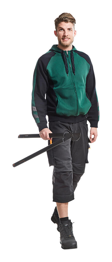 MASCOT® UNIQUE Hoodie & ¾ length trousers - Green - Model